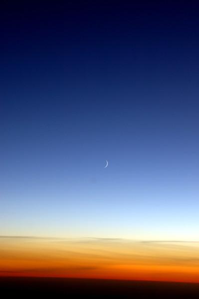 041020 0481 Uzbekistan - Flight to Tashkent MoonA _D _E _I ~E ~P.JPG