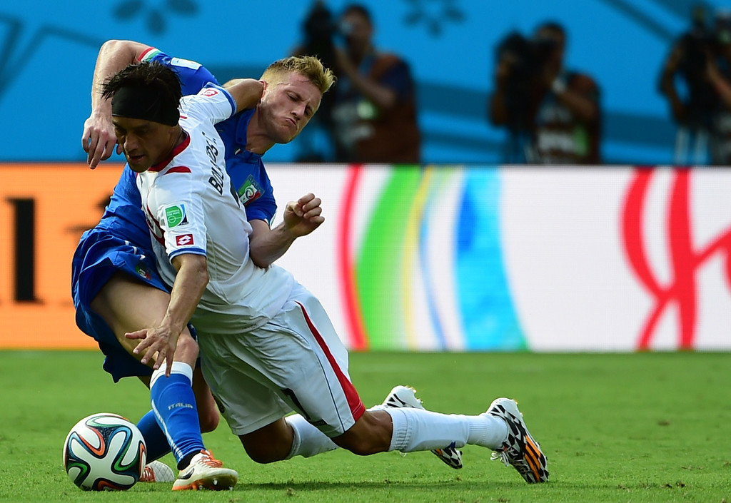 . Italy\'s defender Ignazio Abate (L) challenges Costa Rica\'s midfielder Cristian Bolanos during a Group D match between Italy and Costa Rica at the Pernambuco Arena in Recife during the 2014 FIFA World Cup on June 20, 2014.   RONALDO SCHEMIDT/AFP/Getty Images
