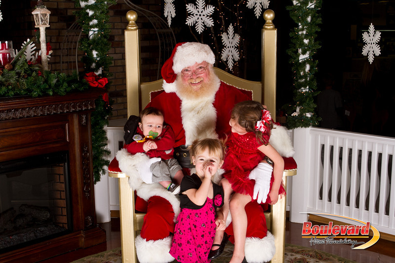 Santa Dec 15-81.jpg