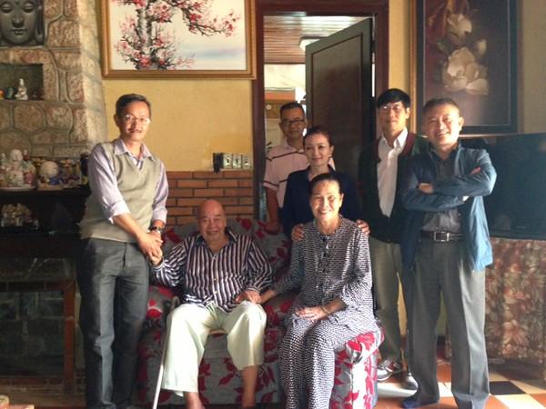 ngồi: Nguyễn Hùng, Thầy Cô Thắng. đứng: Nguyễn Hoàng Sơn, Trần Thu Cúc,  Ngô VănThủy, Phạm Minh Cường
