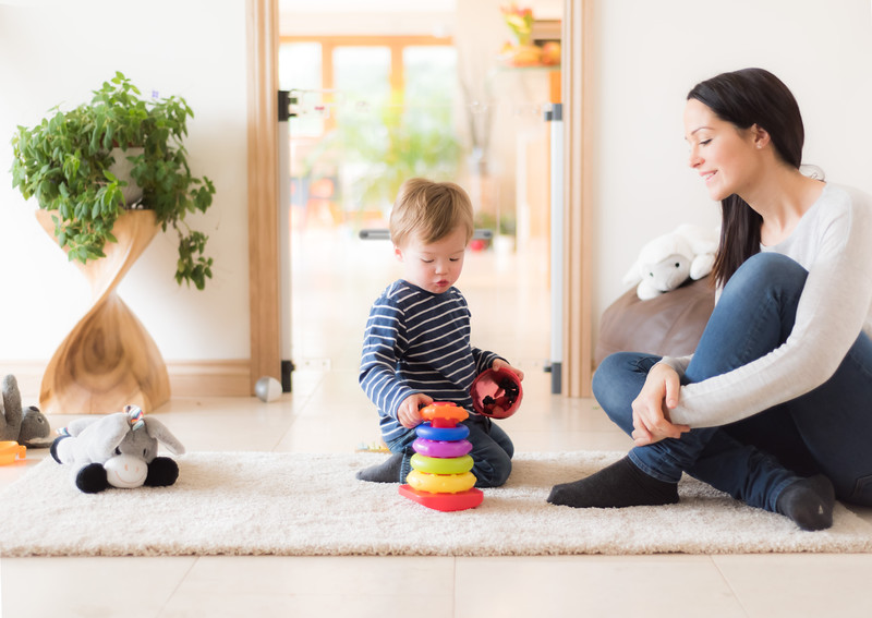 Fred_Stairgates_Screw_Fit_Clear_view_Gate_Lifestyle_family_playing_stacking_ring_full.jpg