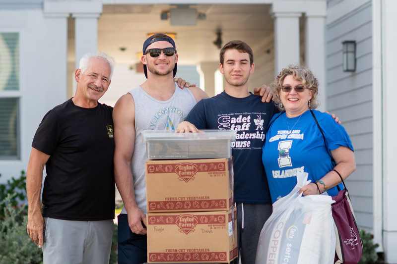 2018_0823-MoveInDay-MomentumVillage-3822.jpg