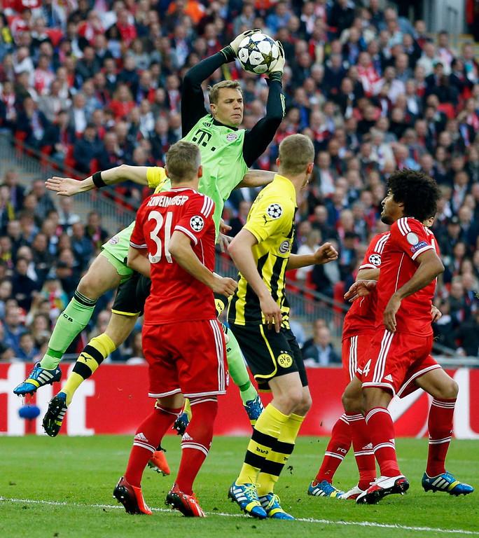 . Bayern goalkeeper Manuel Neuer, centre, in action, during the Champions League Final soccer match between Borussia Dortmund and Bayern Munich at Wembley Stadium in London, Saturday May 25, 2013.  (AP Photo/Matt Dunham)