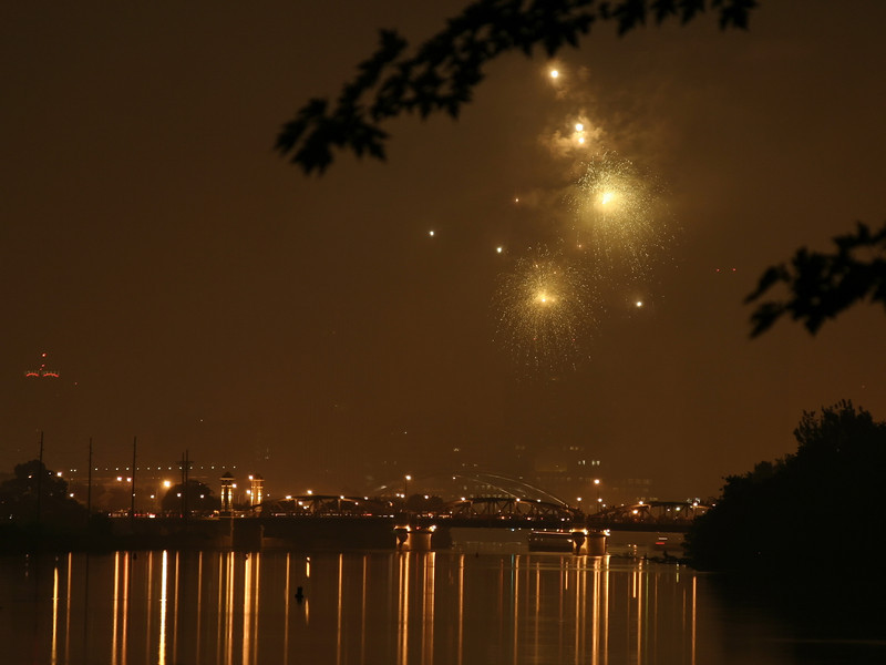 fireworks_06_07042007.jpg