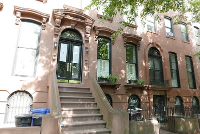 EXT BIANCA'S BROWNSTONE