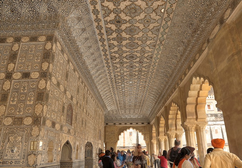 One of the most stunning parts of Amer Fort is Jai Mandir, also known as Sheesh Mahal (mirror palace) which is exquisitely embellished with glass inlaid panels and multi-mirrored ceilings.