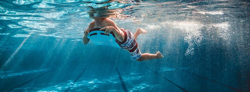 Nadando en la piscin