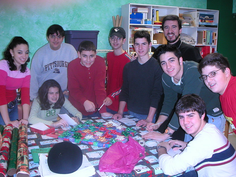 2002-12-14-GOYA-Christmas-Caroling_004.jpg