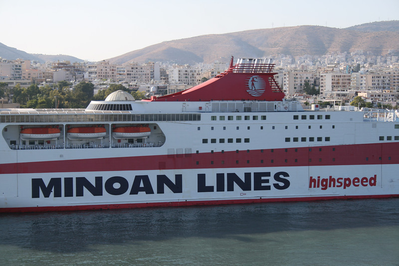 2009 - F/B KNOSSOS PALACE in Piraeus.