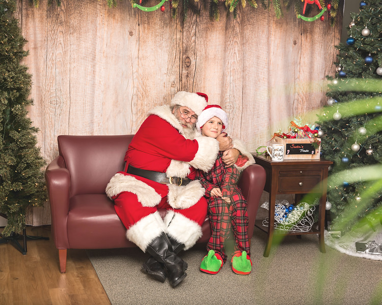 Ameriprise-Santa-Visit-181202-4947.jpg
