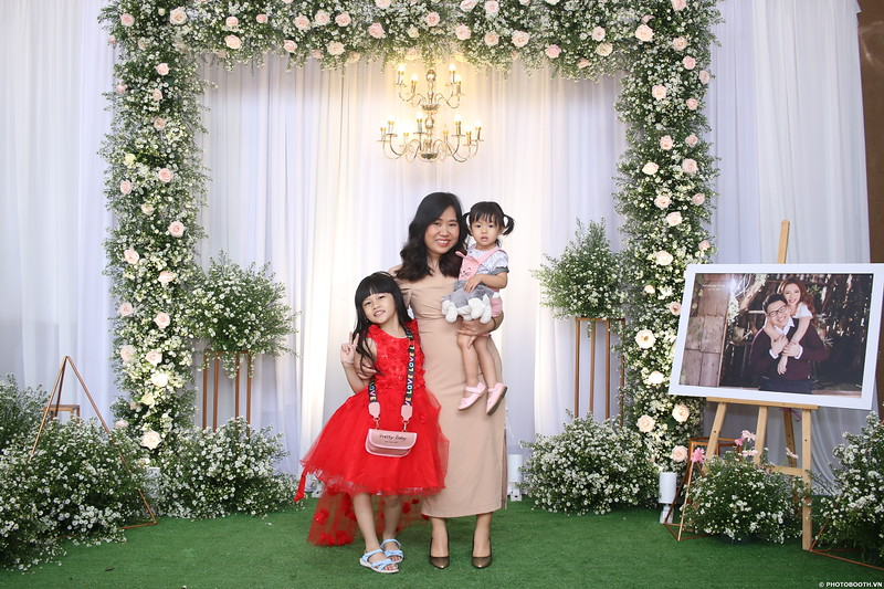 Vy-Cuong-wedding-instant-print-photo-booth-in-Bien-Hoa-Chup-hinh-lay-lien-Tiec-cuoi-tai-Bien-Hoa-WefieBox-Photobooth-Vietnam-066.jpg