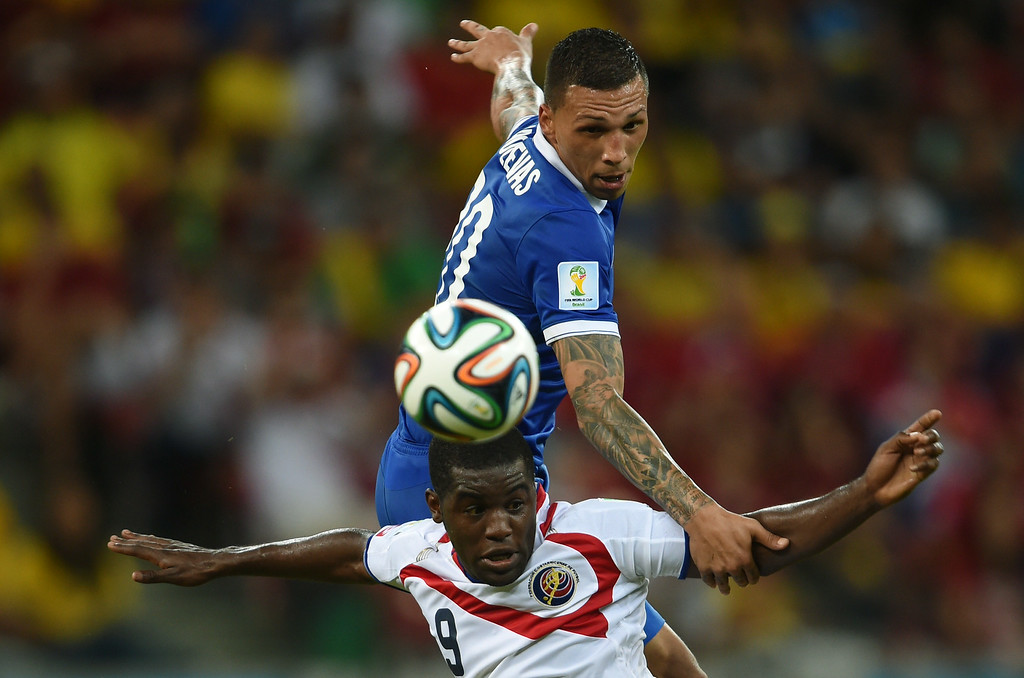 . Costa Rica\'s forward Joel Campbell vies with Greece\'s defender Jose Holebas (R) during a Round of 16 football match between Costa Rica and Greece at Pernambuco Arena in Recife during the 2014 FIFA World Cup on June 29, 2014. AFP PHOTO / PEDRO UGARTE