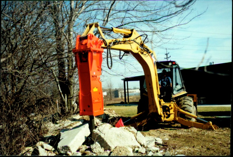 NPK E207 hydraulic hammer on Cat backhoe at NPKCE (1).JPG