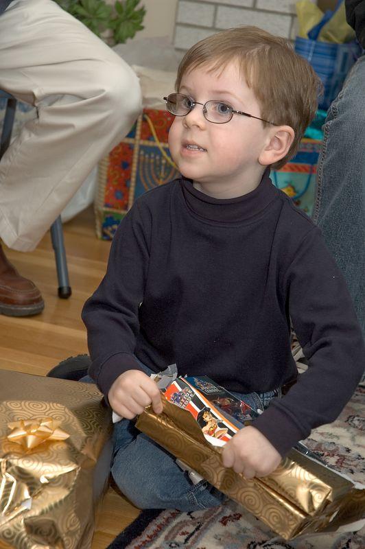 Ian unwraps his presents   (Nov 26, 2004, 02:59pm)