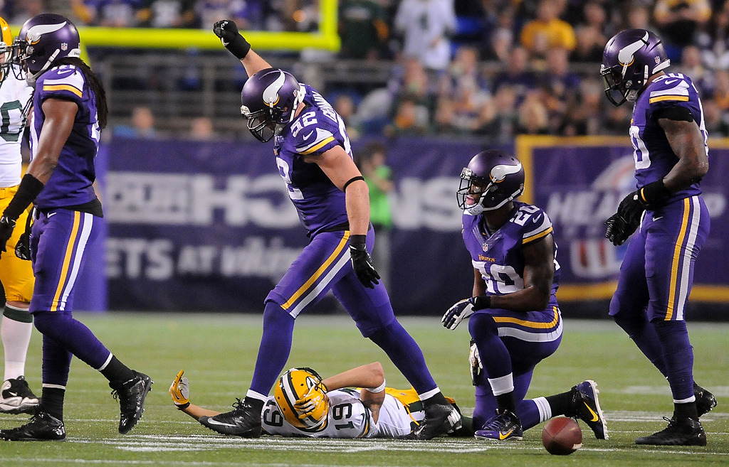 . Minnesota Vikings outside linebacker Chad Greenway (52) celebrates stopping the Packers on third down as Green Bay wide receiver Myles White lies on the ground during the third quarter. (Pioneer Press: Sherri LaRose-Chiglo)