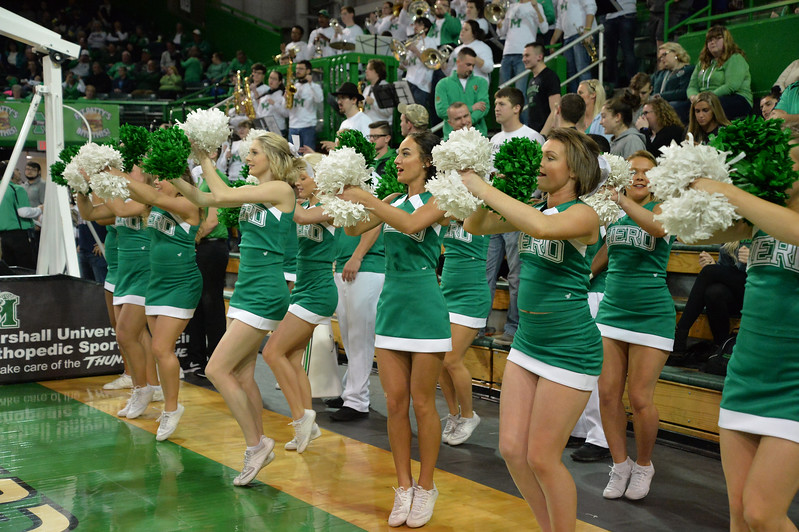 cheerleaders4873.jpg