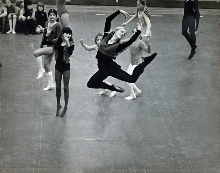 Dance_2545_a.jpg