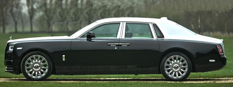 Rolls-Royce Phantom VIII 11.jpg