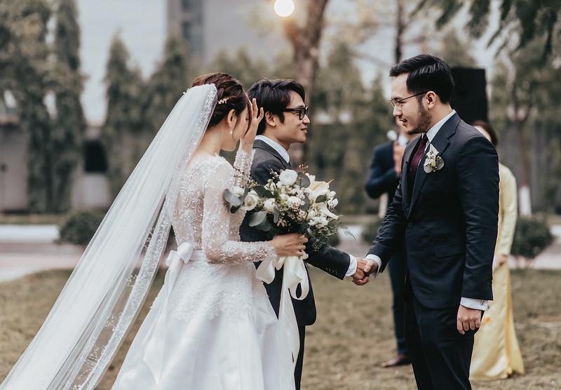 JWMarriott Ha Noi Intimate Wedding of Trang Hi well captured by Hipster Wedding Vietnam Wedding Photographer-4010.jpg