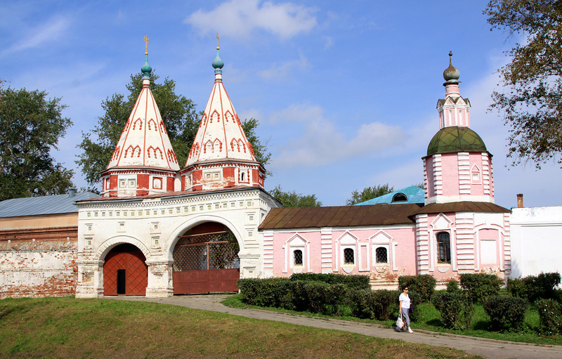 Suzdal - Holy Gate (1688). Monastery of Deposition of the Holy Robe.