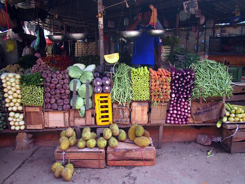 P2148359-veg-market.JPG