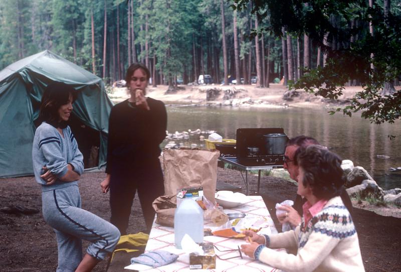 1985-07 Yosemite With Family.jpg