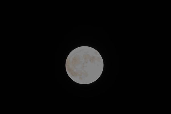 Moon over DG 11032017