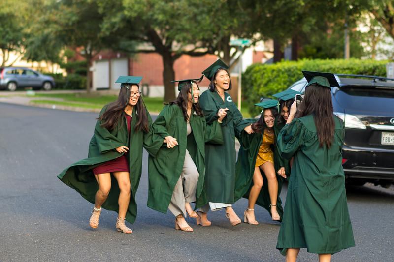 20200521_sarah-friends-connally-graduation_050.jpg
