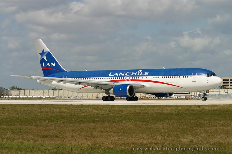 CC-CZT Boeing 767-316 ER Lan Chile Miami 030304.jpg