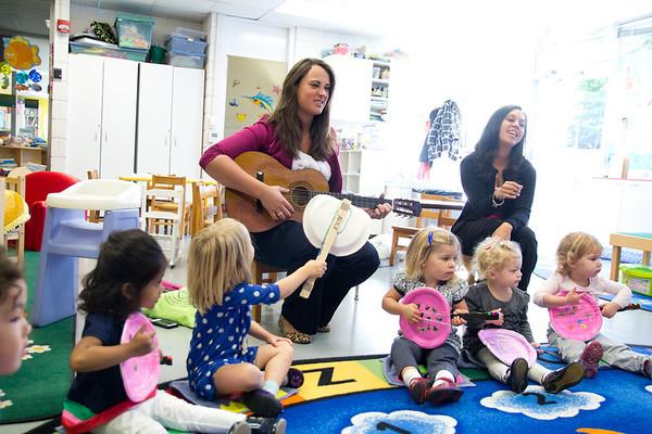 Preschool Clownfish Play Banjos