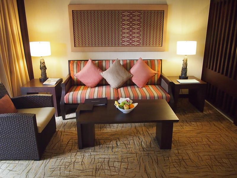P4064679-lounge.JPG