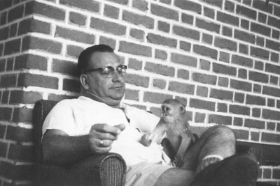 Cuango anos 60 - Muata Carvalho e macaco