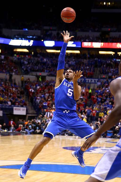 . Andrew Harrison #5 of the Kentucky Wildcats shoots the ball against the Louisville Cardinals during the regional semifinal of the 2014 NCAA Men\'s Basketball Tournament at Lucas Oil Stadium on March 28, 2014 in Indianapolis, Indiana.  (Photo by Andy Lyons/Getty Images)