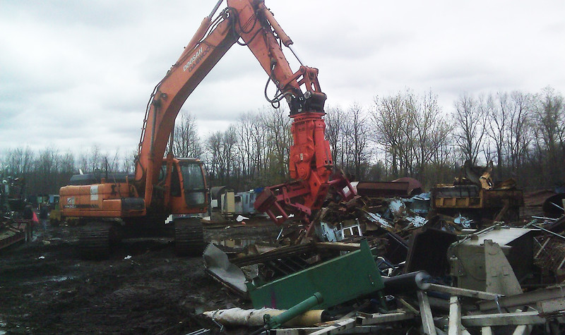 NPK M35K demolition shear on Doosan excavator-C&D recycling (2).jpg