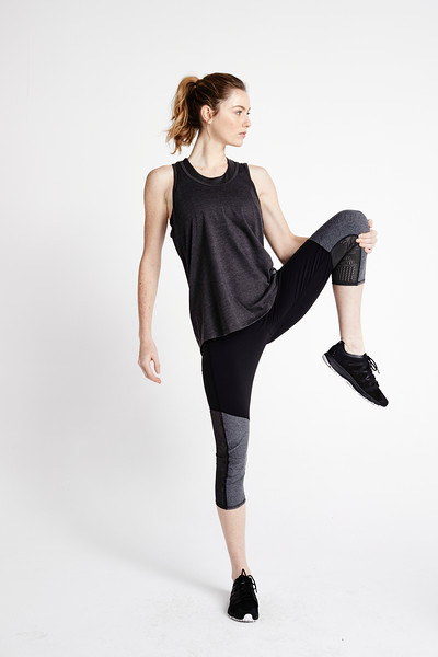 NF0A3LMM-8ES__W Contoured Tech Tight_Full Body Active_Tier2WomensLeggings_S18_0106.jpg