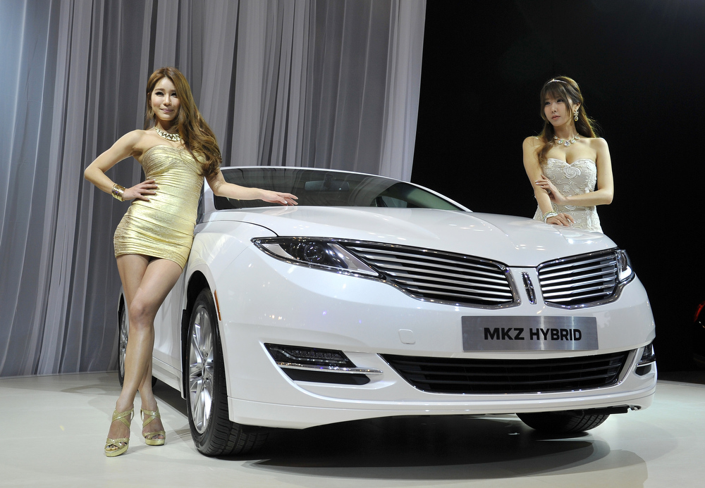 . South Korean models pose with All-New Lincoln MKZ Hybrid during a press preview of the Seoul Motor Show in Goyang, north of Seoul, on March 28, 2013. South Korea\'s largest international auto show will open on March 29, with all Korean car manufacturers showing their latest cars and concepts amongst the 384 companies from 14 countries taking part in the event.  JUNG YEON-JE/AFP/Getty Images
