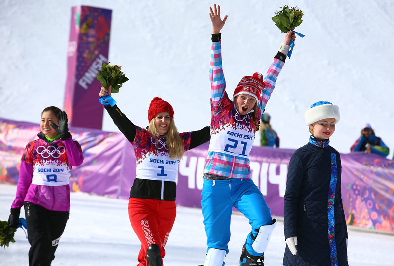 . Winner Patrizia Kummer of Switzerland is flanked by second placed Tomoka Takeuchi (L) of Japan and third placed Alena Zavarzina (R) of Russia during the flower ceremony for the women\'s Snowboard Parallel Giant Slalom at Rosa Khutor Extreme Park at the Sochi 2014 Olympic Games, Krasnaya Polyana, Russia, 19 February 2014.  EPA/JENS BUETTNER