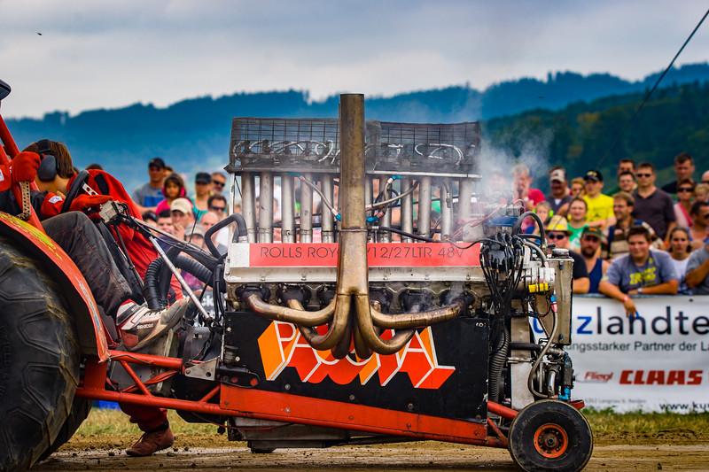 Tractor Pulling 2015-02298.jpg