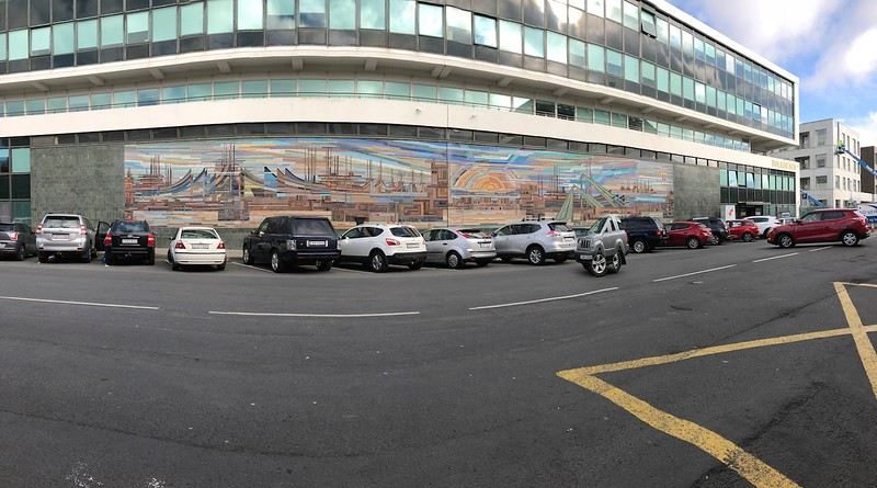 Mural, with distorted car thanks to the iPhone