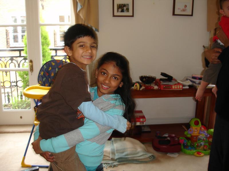 swati and kids in London 2008 142.JPG
