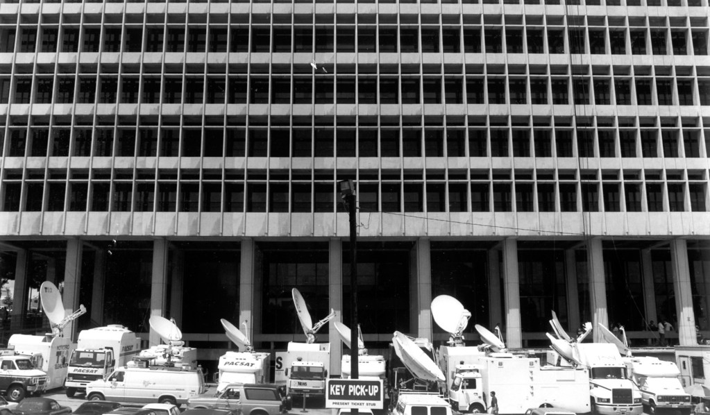 . A fleet of broadcast trucks is parked at the Criminal Courts Building for O.J. Simpson\'s hearing.   (6/29/94)   (Los Angeles Daily News file photo)