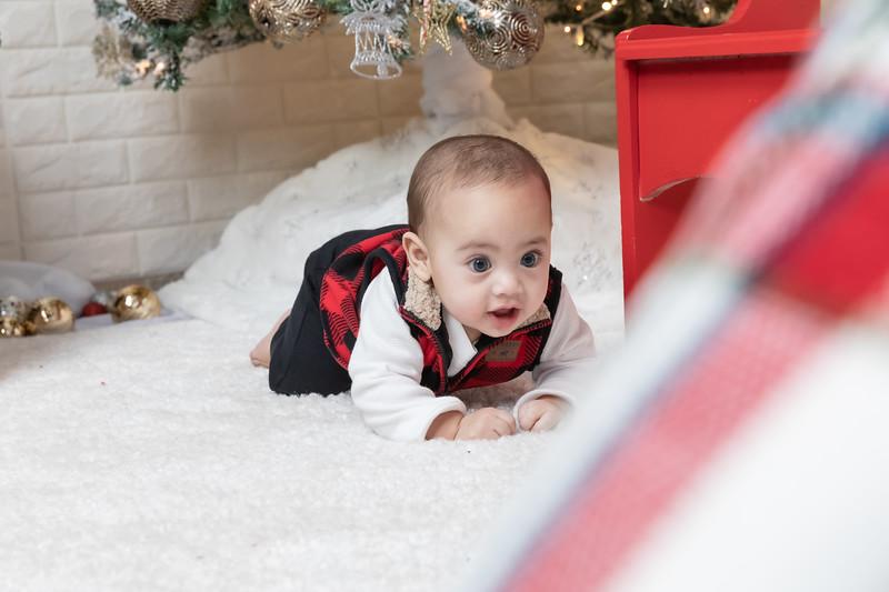 12.24.19 - Adriana's Christmas Photo Session 2019 - -23.jpg