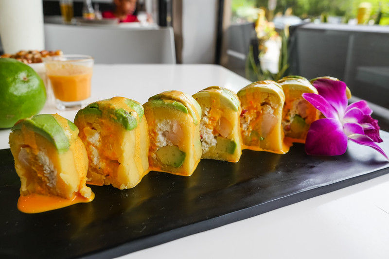 Maki Cangrejo - Crab meat, shrimp, avocado