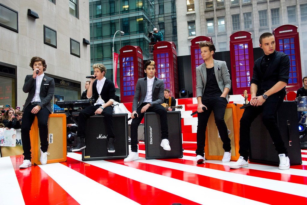 """. One Direction members, from left, Harry Styles, Niall Horan, Zayn Malik, Liam Payne and Louis Tomlinson perform on NBC\'s \""""Today\"""" show on Tuesday, Nov. 13, 2012 in New York. (Photo by Charles Sykes/Invision/AP)"""