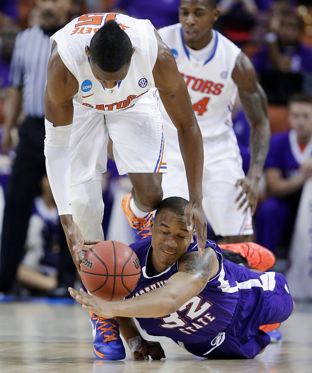 . Northwestern State\'s DeQuan Hicks (32) and Florida\'s Will Yeguete (15) chase a loose ball during the second half of a second-round game of the NCAA men\'s college basketball tournament Friday, March 22, 2013, in Austin, Texas. Florida beat Northwestern State 79-47. (AP Photo/Eric Gay)