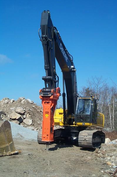 NPK GH12 hydraulic hammer on Deere 350D excavator (4).JPG