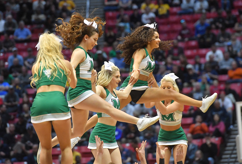 cheerleaders0726.jpg