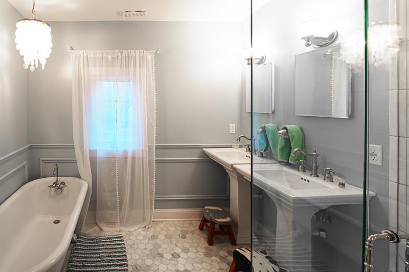 smallbathroom011.jpg