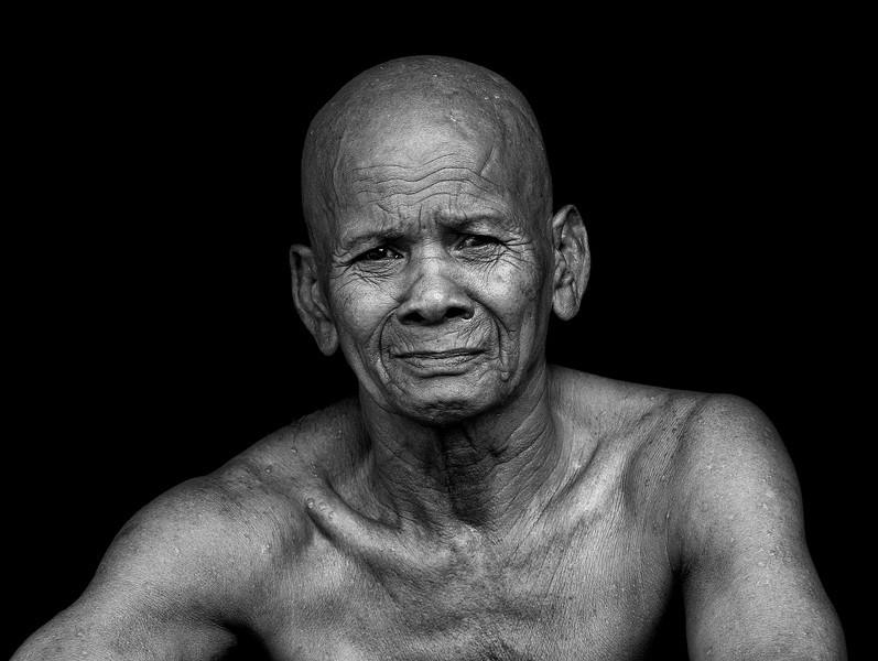 XK4L9304 Cambodia Bhudist Monk sharpened enlarged.jpg