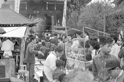Getting crushed with the mobs at a Japanese shrine in 1965.  Can you spot Mama Martha and baby David?
